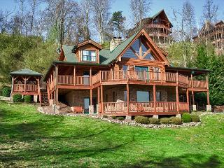 The Mountaintop Lodge You've Dreamed About!  Privacy and Amazing Views!, Sevierville