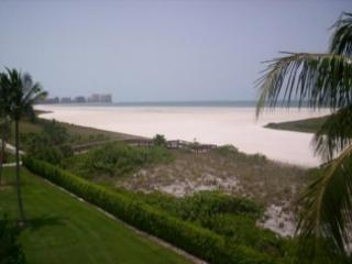 PERFECT location with lovely views of the Gulf beach from large private balcony !, Marco Island