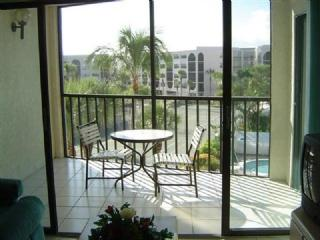 Pretty balcony views from this cozy condo in Centrally located Waterfront Resort, Marco Island
