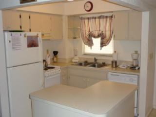 Popular BAY VIEW Condo in nice Resort - Room for the Family!, Marco Island
