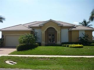 Decorator Furnished Doll House with wide water views of open water bay !, Marco Island
