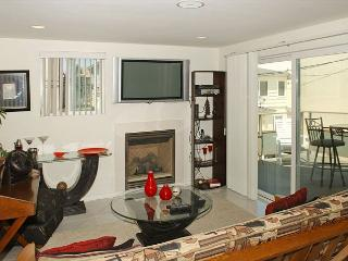 One bedroom near beach and bay complete with patio and garage., San Diego