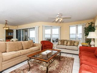 TP 601: Spacious, colorful penthouse- balcony, whirlpool tub, pool, BBQ area, Fort Walton Beach