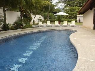 Beachfront home in south Jaco, pool, grill, WiFi, yard, hammock, walk to town