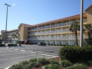 Ciboney 1008 Directly Across the Street from the Beach~FREE Golf & Fishing, Destin