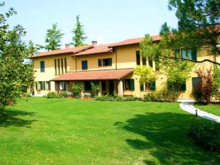 Large Family-Friendly Villa in Piemonte - Villa Cortese, Fontanile