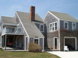Picturesque House with 4 BR & 3 BA in Nantucket (3554)