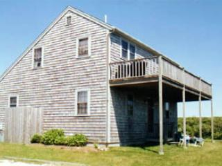 Picturesque House with 3 BR & 2 BA in Nantucket (3589)