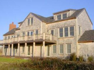 Picturesque House with 5 BR & 6 BA in Nantucket (8375)
