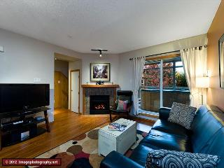 103 Glaciers Reach, a 2br home with a hot tub & pool in Whistler Village