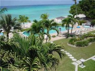 Fully equipped 2BR condo, direct walk to beach #17, Seven Mile Beach