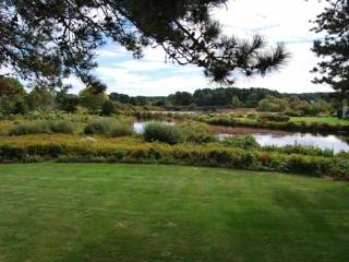 1262 - WONDERFUL VIEWS OF SENGEKONTACKET POND FROM THIS LOVELY VINEYARD HOME - Oak Bluffs vacation rentals
