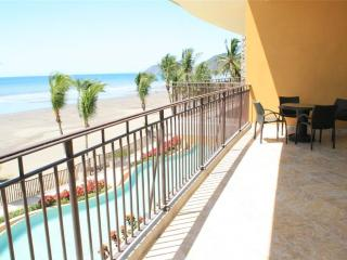 Beachfront Vista Las Palmas - Herradura vacation rentals