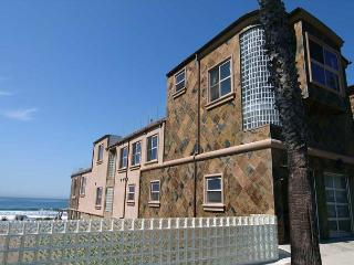 10BR Oceanfront Home, rooftop decks, private spas, sweeping views, brand new!, Oceanside