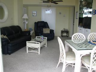 Spacious Living and Dining area with flat screen television and dining for six