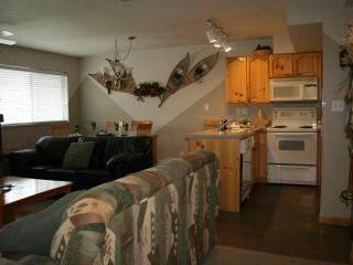 Gorgeous 2BR/2.5BA townhouse.  Walk to ski lifts!, Whistler