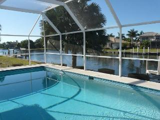 Stylish waterfront home w/ all-day sun & short walk to shopping & dining, Marco Island