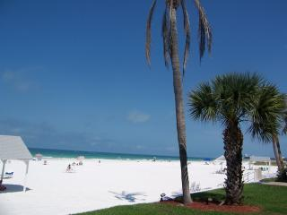 Siesta Key #1 BEACH in USA, Superb Sunsets, Pool