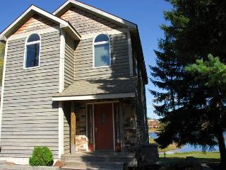 Exceptional 3 Bedroom home features amazing lake views & key location!, McHenry