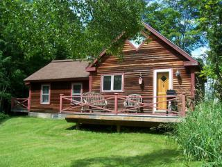 Rustic Luxury: 1 Bedroom Cabin + Loft, Wood Sto, Stowe