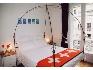 Comfortable bed with double windows for a quiet sleep