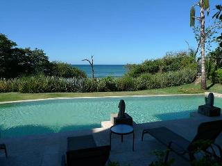 Luxurious beachfront condo- custom kitchen, patio, cable, a/c, internet - Tamarindo vacation rentals