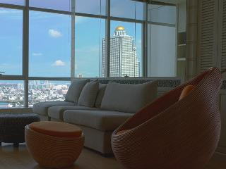 TheRiverSideBangkok  - corner panoramic river view - Bangkok vacation rentals