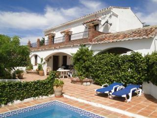 Oliver.  Lovely Villa, private pool, gardens,, Comares