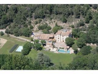 Aerial view of 'La Loubiere' - Three houses, pool & tennis in grounds of Chateau - Aix-en-Provence - rentals