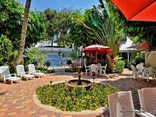Andros Suite - Lovely 'Old Town' Townhouse w/ Beautiful Surroundings, Key West