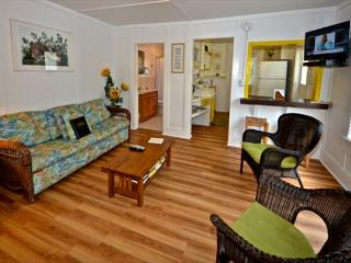 Orchid Suite - 1 Bed, 1 Bath, 1 Block From Duval - Private Parking!, Key West