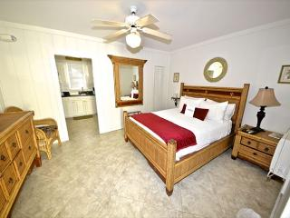'TRUMAN SUITE' 1 Block To Duval St. Great KW Deal., Key West