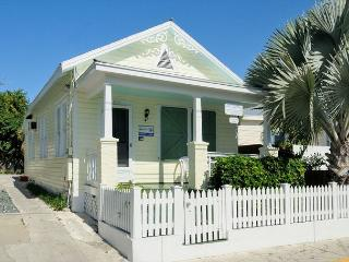 WINDWARD ISLE - Half Block To Duval St.- Private Hot Tub - Private Parking, Key West