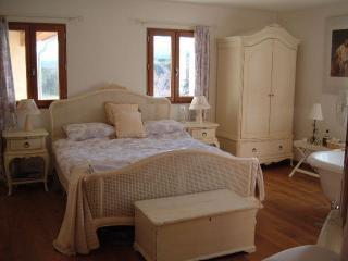Egyptian cotton sheets await - Le Grand Hermitage. Romantic villas couples only. - Clermont L'herault - rentals