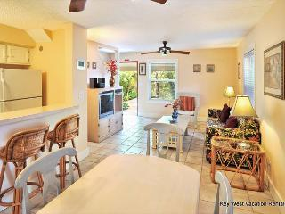 ''ABACO SUITE'' - Beautiful 2-Story Home in Perfect Location w/ Shared Pool., Key West
