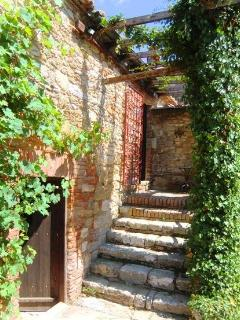 Steps up to Il Refugio apartment