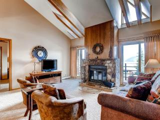 3 BR/2BA condo, mountain hideaway for 8,top floor unit with elevator access, great views, Silverthorne