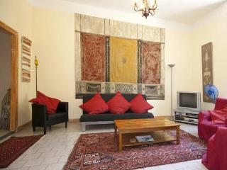 Provence 3 Bedroom, 1.5 Bath Terrace on Rhone, Beaucaire