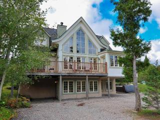 Chalet du Geant - ONLY 5-STAR on Tremblant resort!, Mont Tremblant