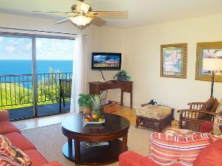 Charming second floor corner, oceanfront views, 2br/2ba perfect for family, Princeville