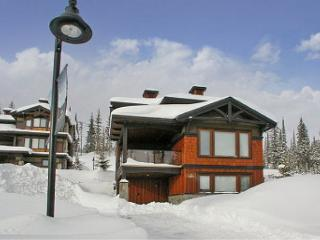 Parkers Den Feather Top Location Sleeps 10, Big White