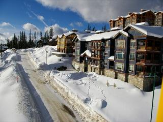 Glacier Lodge 103  Whitehorse Location in Big White Sleeps 5