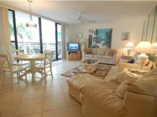 Gulf side 2BR, bright and open #202GS, Sarasota