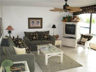 Stylish 2BR on Gulf side with kitchen, TV/DVD #207GS, Sarasota