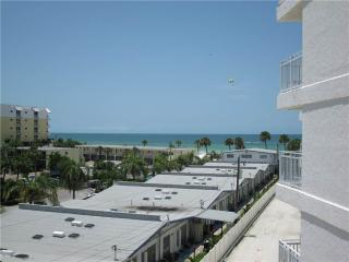 Delightful Gulf Side 2BR with TV/DVD, seats 6 #401GS