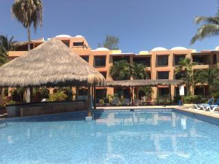 Beach/Poolfront  Condo at Nautibeach! Xmas Avail!!, Isla Mujeres