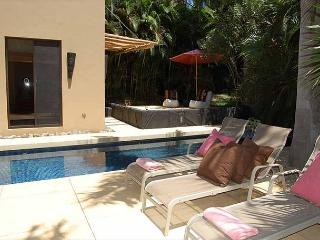 Beautifully decorated 3BR house, easy walking distance to the beach, Tamarindo