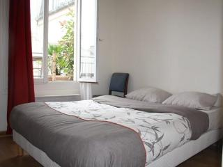 Great 1BR terrace-theatre District Rue Richer, Paris