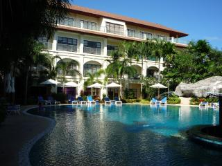 Luxurious Upgraded 2 Bedroom Apt with Pool Views, Bang Tao Beach