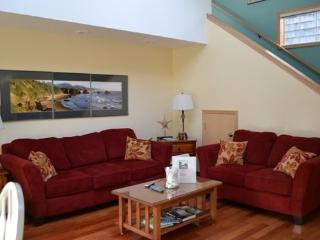 Cape Hideaway is a pet friendly Arch Cape gem 2 blocks to the beach 3 bedroom 2 bath sleeps 8 - 35582 - Arch Cape vacation rentals